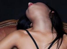 20 let njen mož ni želel seksati drugače kot v temi. Ko ona ugotovi zakaj, ponori!