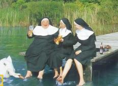 Tri dobre sestre prispejo pred vrata paradiža k svetemu Petru