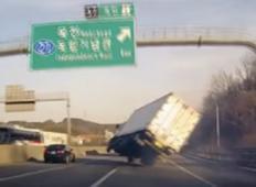 Korejski tovornjakar je bil pred tem, da se zgodi katastrofa! Lahko bi ubil sebe in tudi druge, ampak...