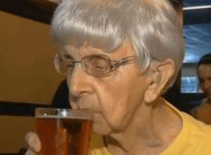 Ženska je stara 102 leti... Razkrila je skrivnost za dolgo življenje, ki ji ga je povedal zdravnik!