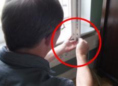 Na dvojno zasteklenem oknu je vijak, ki ga moramo odviti dvakrat letno... Ste vedeli?!